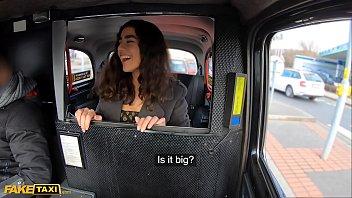 नकली टैक्सी मध्य पूर्वी हॉटी बैकसीट